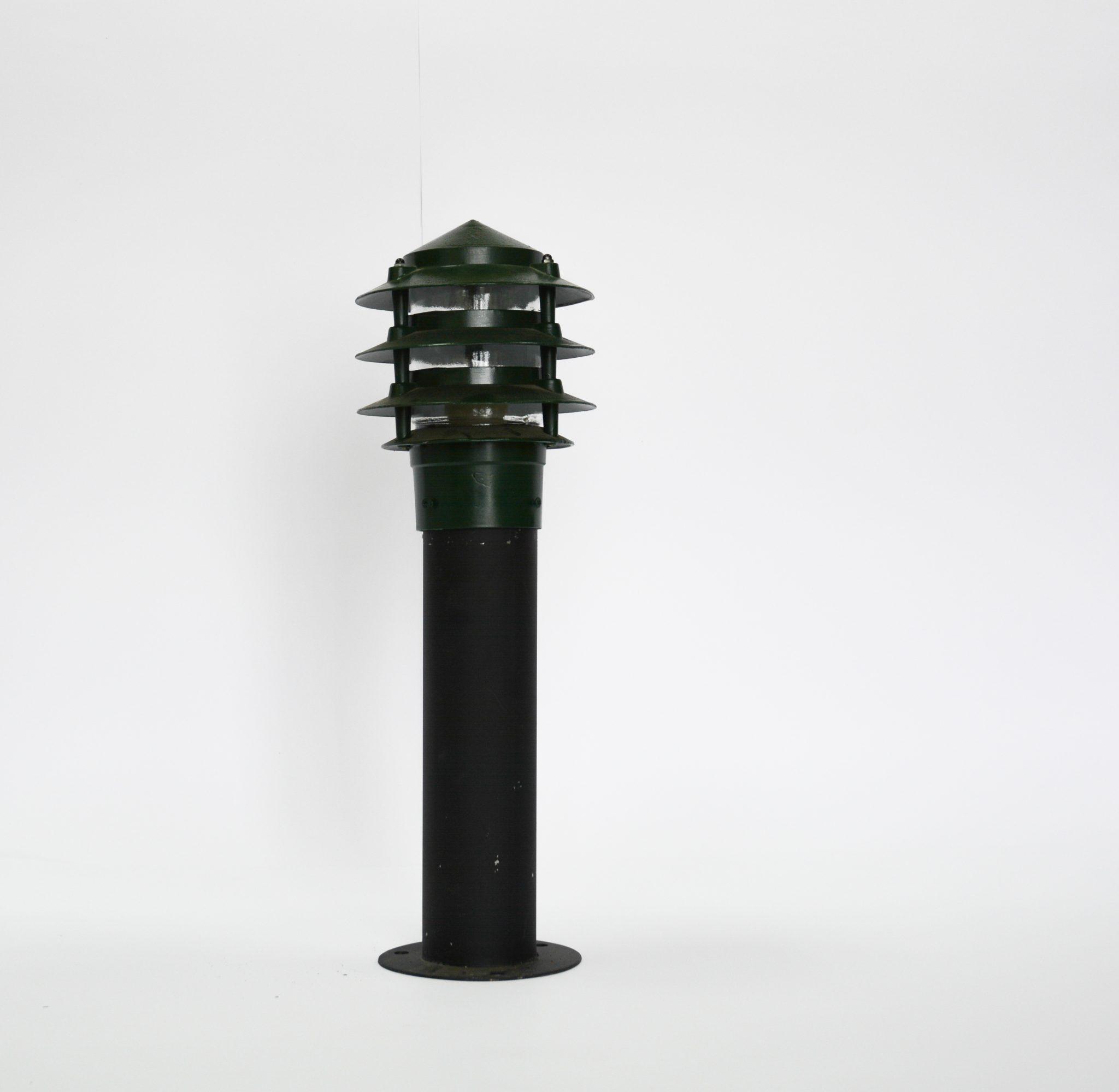 Những ý tưởng trang trí sân vườn với đèn nấm cây thông